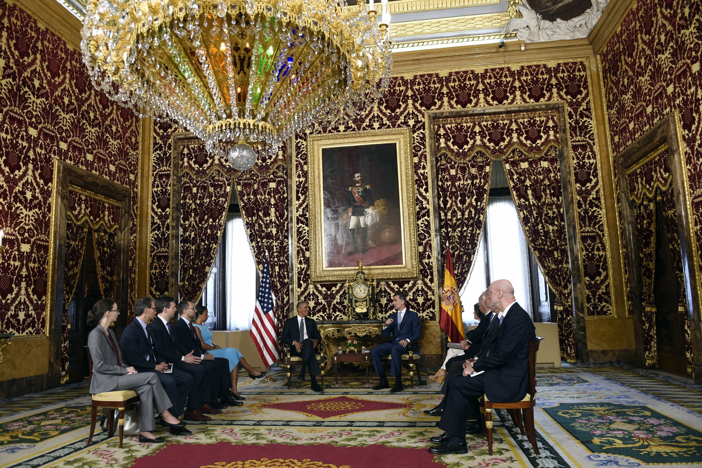 Massive Chandelier Hanging Above Obama And The King Of Spain Regarding Massive Chandelier (#7 of 12)