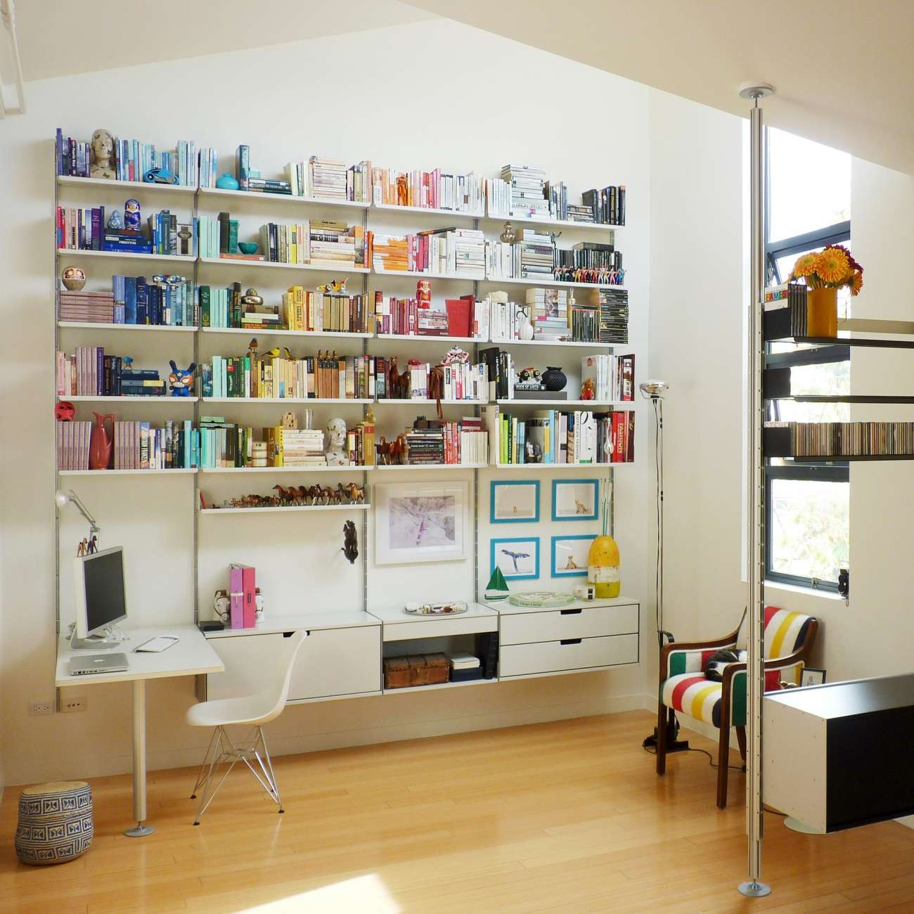 A Classic Wall Mounted System For Working At Home Integrated For Book Shelving Systems (#4 of 15)