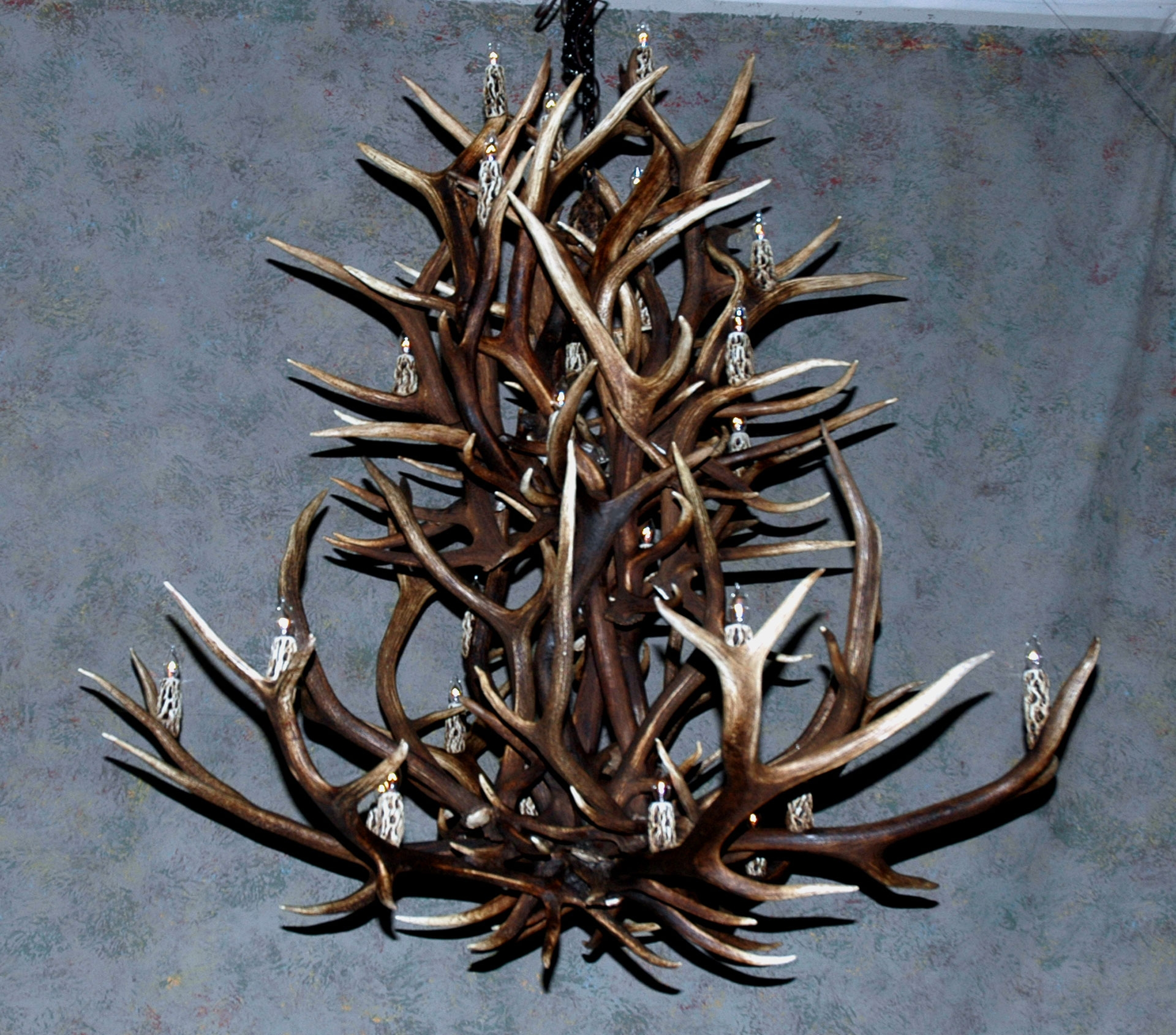 Antler Chandeliers Deer Antler Chandelier Deer Antler Lamps Throughout Large Antler Chandelier (#2 of 12)