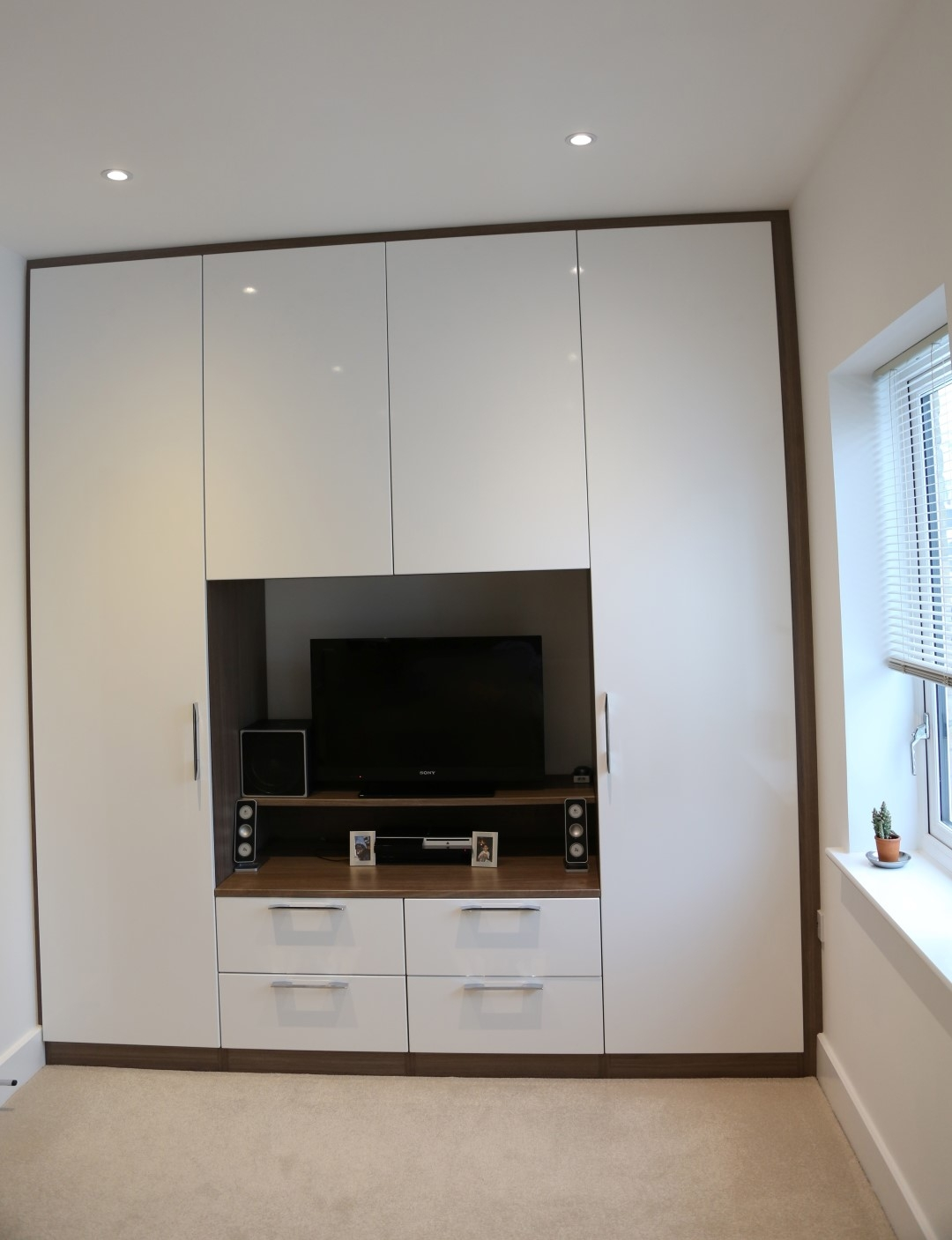 Built In Wardrobe Designs Dressing Table And Bedroom With Tv Unit Inside Built In Wardrobes With Tv Space (View 6 of 10)