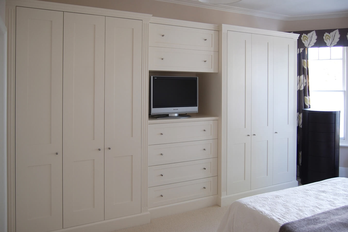 Corner Fitted Wardrobes Corner Fitted Wardrobe Useful Design Throughout Drawers For Fitted Wardrobes (View 15 of 15)