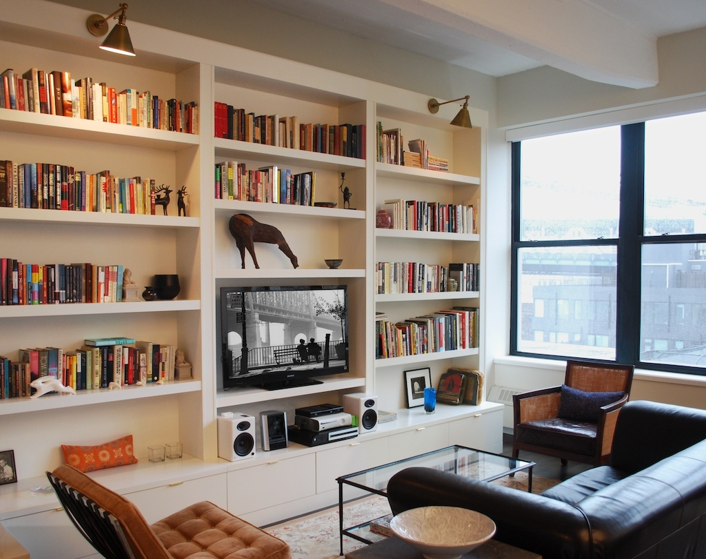 Cozy Family Room Design With Built In Bookshelf And Mounted Wall Within Whole Wall Bookshelves (#4 of 15)