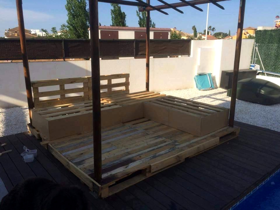 Diy Pallet Outdoor Sofa With Canopy 99 Pallets With Regard To Outdoor Sofas With Canopy (#6 of 15)