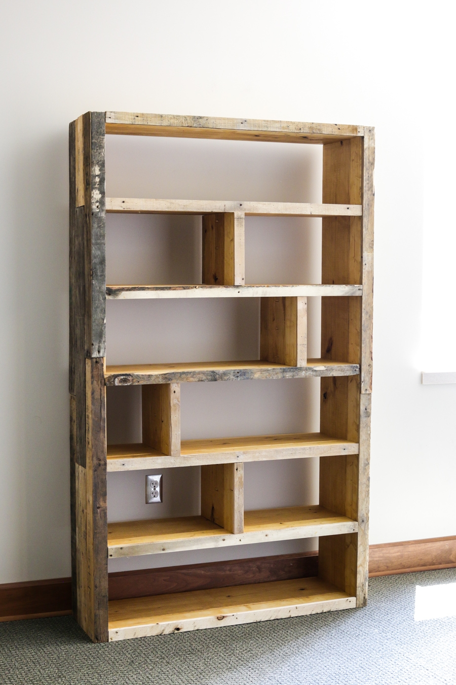 Diy Rustic Pallet Bookshelf In Bookshelf (#11 of 15)