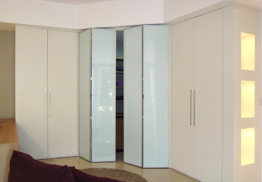 Kleiderhaus Bespoke Furniture Specialists Inside Folding Door Wardrobes (View 14 of 15)
