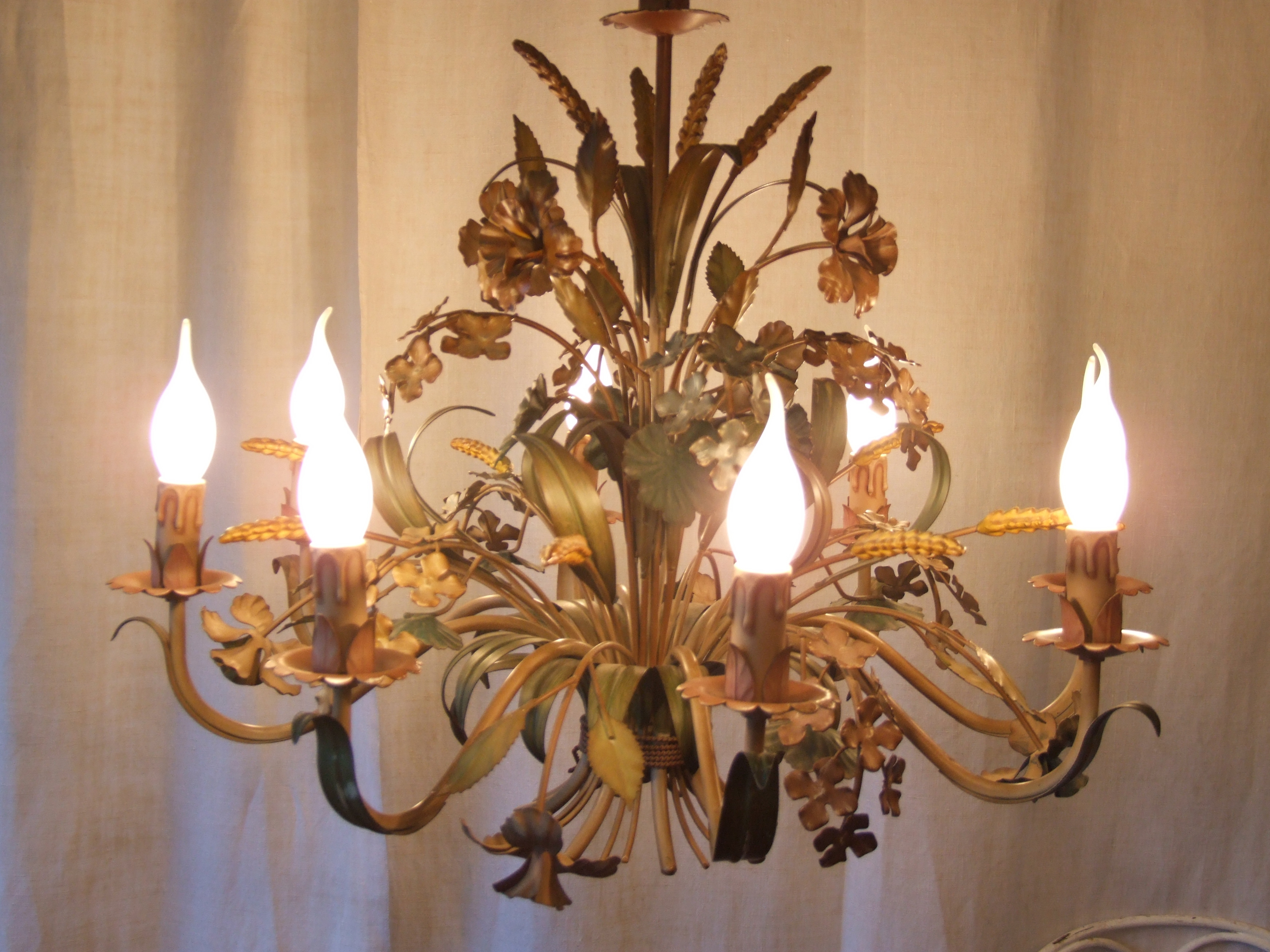 L132s Fantastic Large 8 Arm Vintage Italian Painted Toleware Throughout Vintage Italian Chandeliers (#4 of 12)