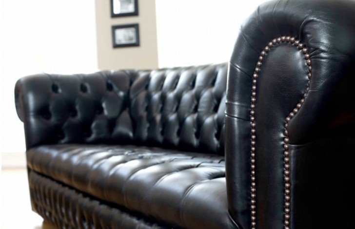Ludlow Compact Chesterfield Sofa The Chesterfield Company Intended For Chesterfield Black Sofas (#13 of 15)