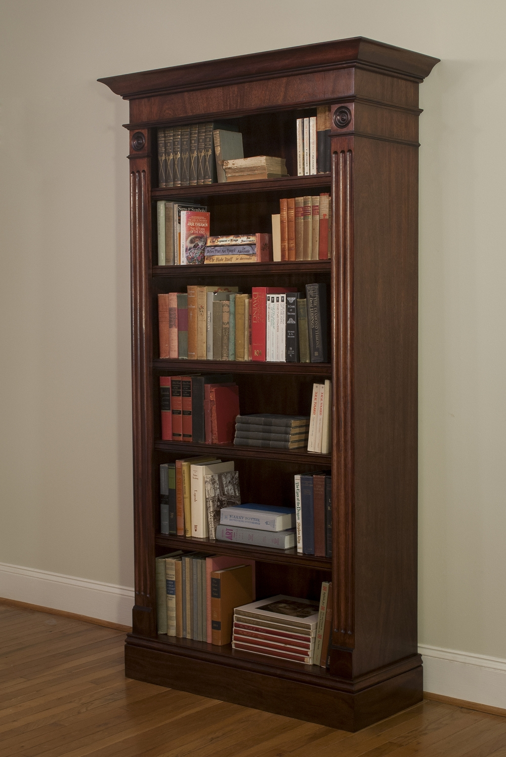 Mahogany Bookshelves Idi Design Intended For Classic Bookshelf Design (#11 of 15)