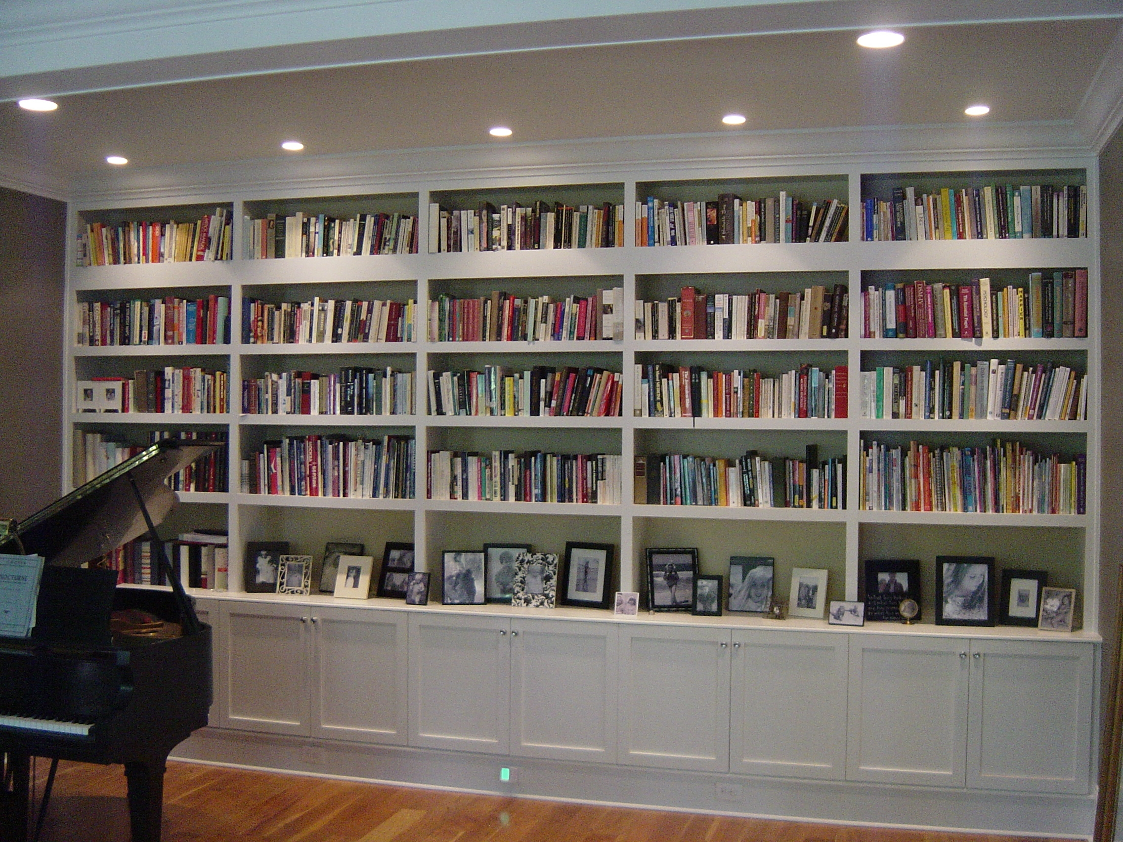 Mesmerizing Pictures Of Book Shelves With Exquisite Bookshelves Inside Family Room Bookcases (#10 of 15)