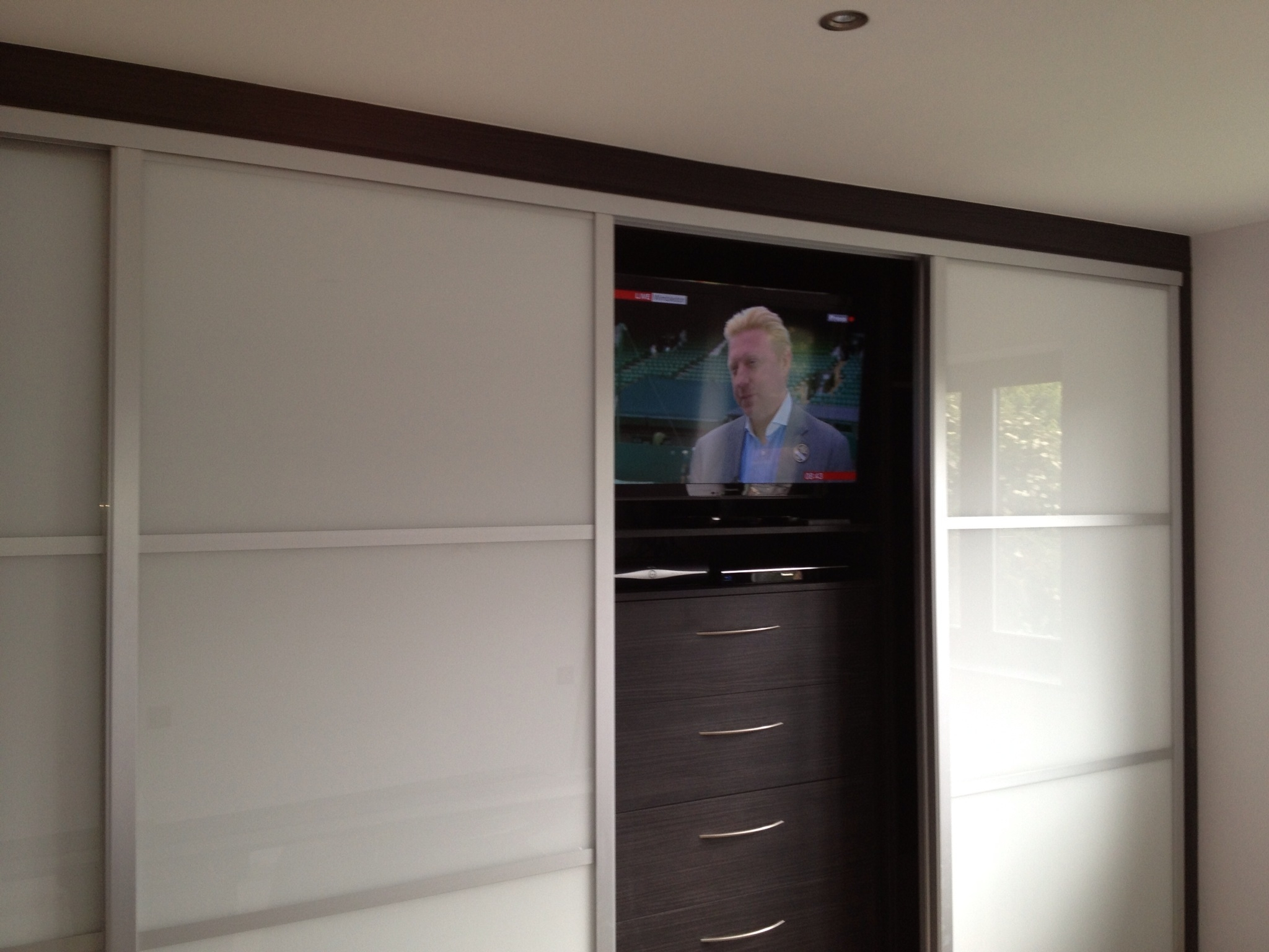 Resultado De Imagen De Fitted Wardrobes With Built In Tv For Built In Wardrobes With Tv Space (View 1 of 10)