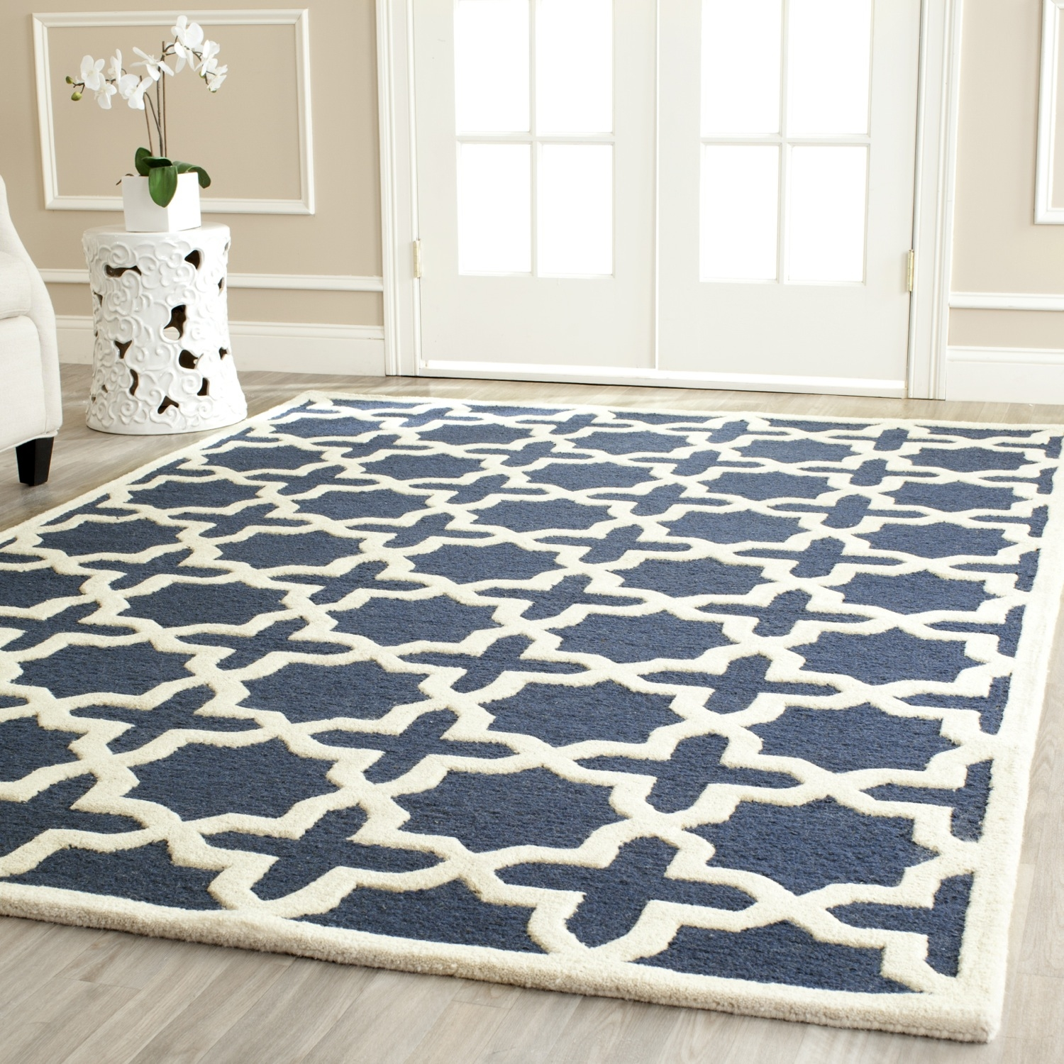 Safavieh Cambridge Navy Blue Ivory Wool Contemporary Area Rug For Wool Contemporary Area Rugs (#14 of 15)