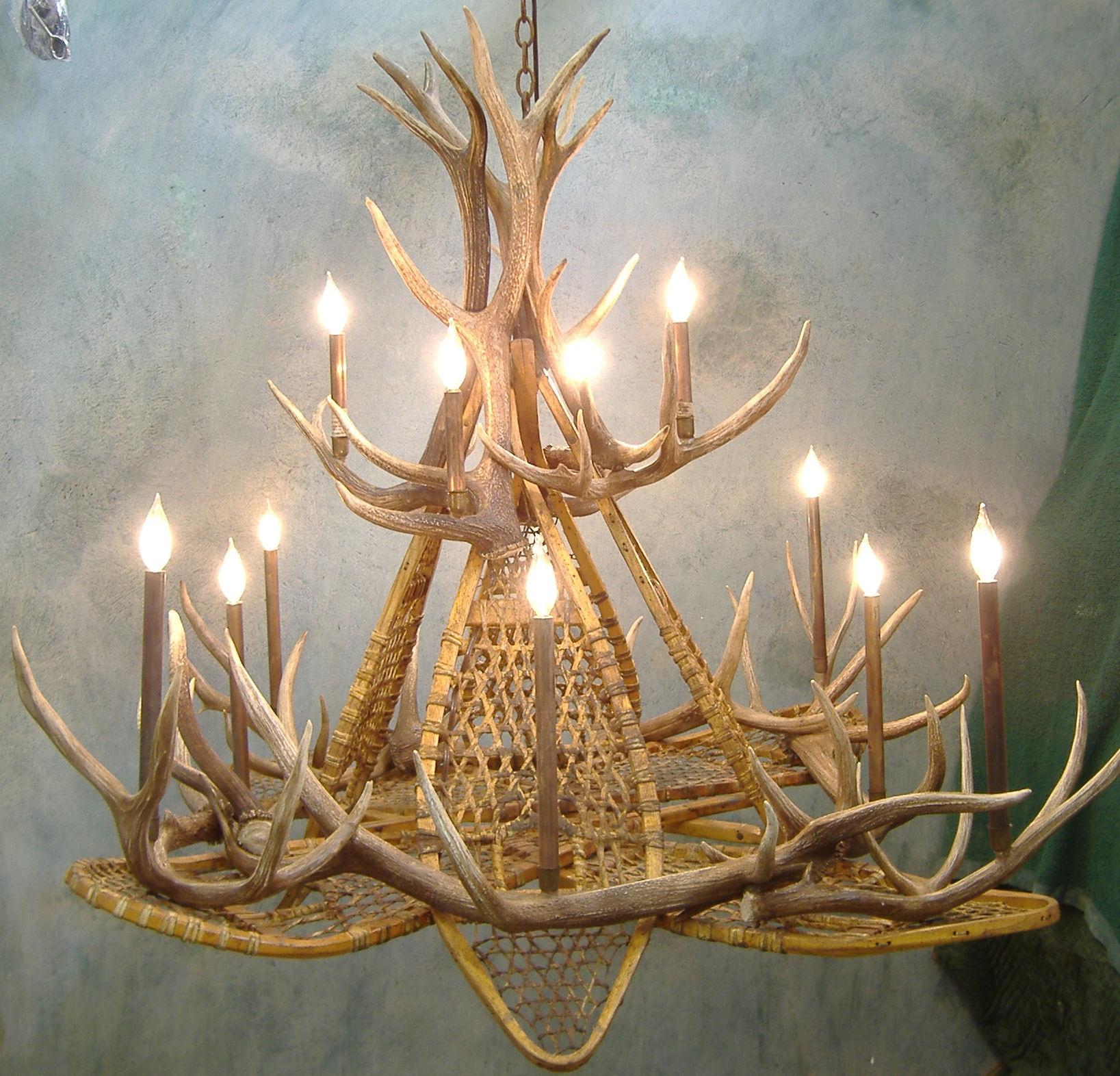 Snowshoe Elk Antler Chandelier In Large Antler Chandelier (#9 of 12)