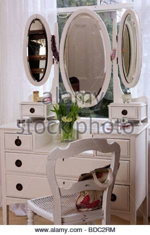 Antique Dressing Table With Triple Mirror In Bedroom With Red With Antique Triple Mirrors (#3 of 20)