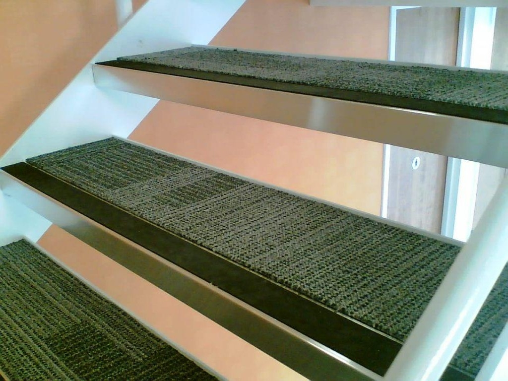 Applying Carpet Stair Treads To Increase The Beauty House With Stair Tread Carpet  Tiles (#
