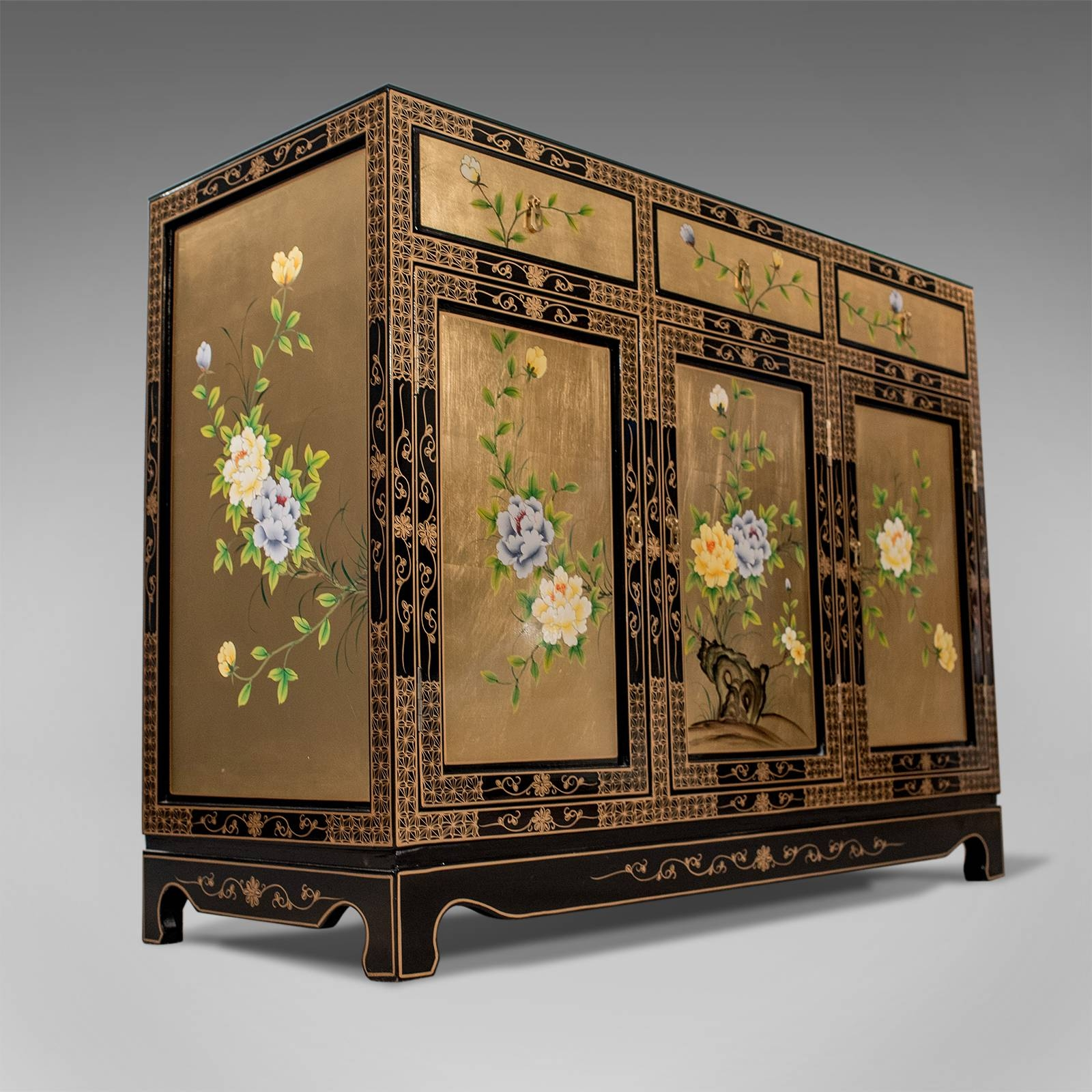 Fine Lacquered & Gilt Oriental Chinese Side Cabinet Cupboard Inside Chinese Sideboards (View 14 of 20)
