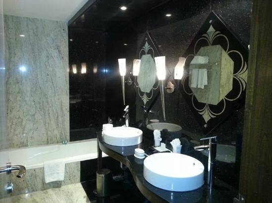 funky mirrors for bathrooms 20 best of funky mirrors for bathrooms 18451