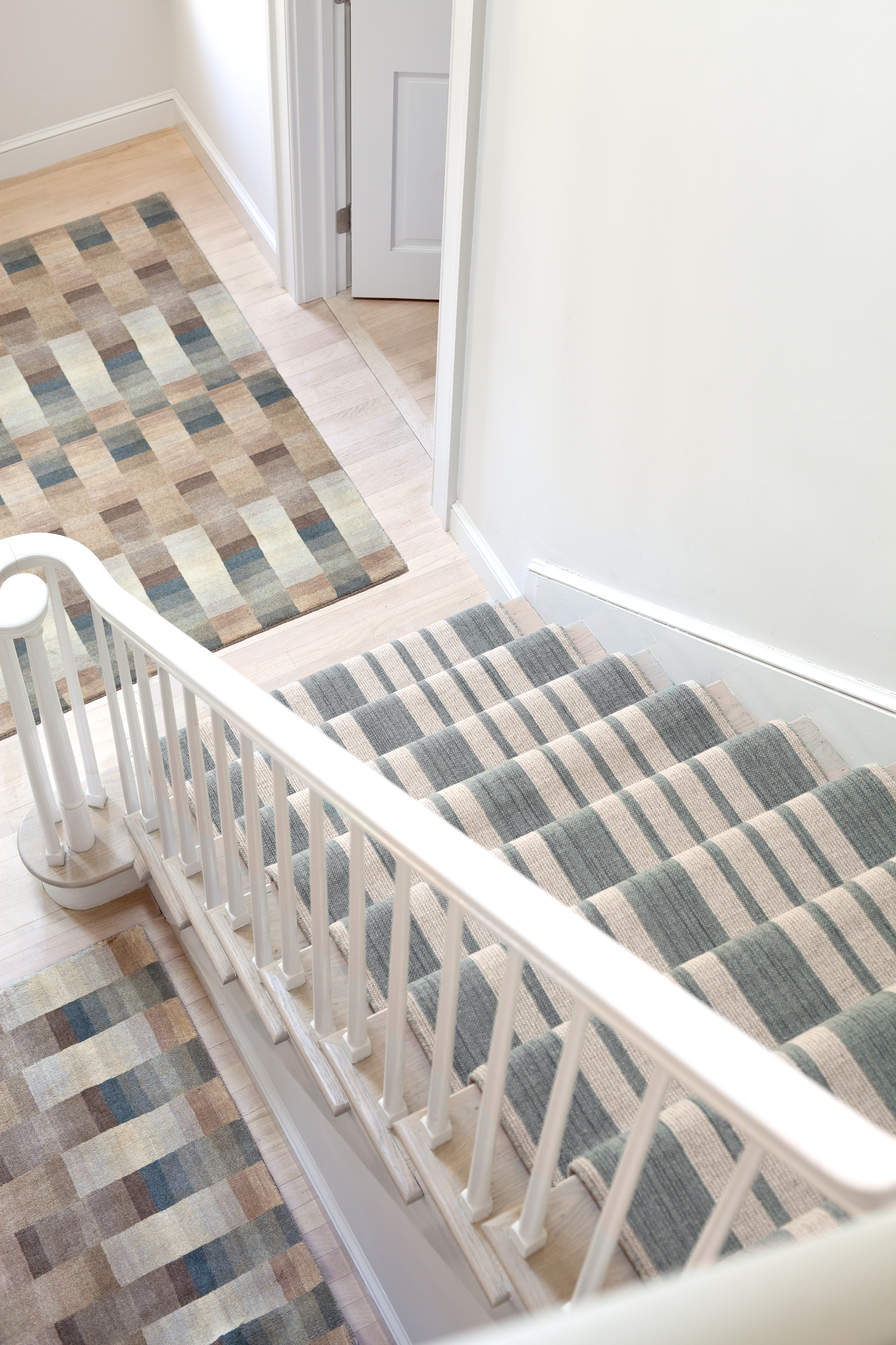 How To Choose A Runner Rug For A Stair Installation In Rugs For Staircases (#16 of 20)