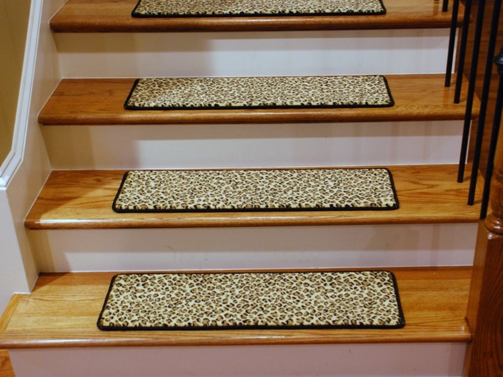 Rug Nice Carpet Stair Treads Lowes For Home Flooring Ideas Pertaining To Bullnose Stair Tread Carpets (#17 of 20)