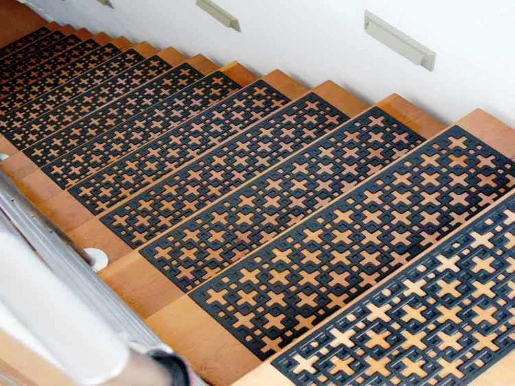 Secured Braided Stair Treads Railing Stairs And Kitchen Design With Regard To Braided Carpet Stair Treads (#17 of 20)