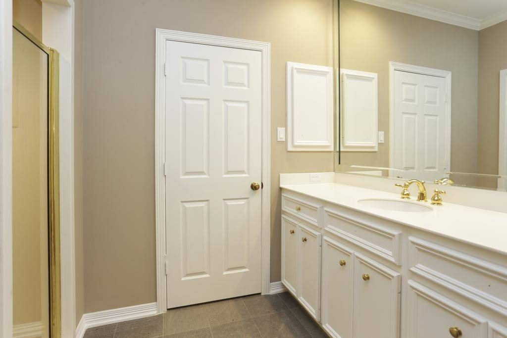 White Beveled Bathroom Mirror : Chic Beveled Bathroom Mirror Intended For Bevelled Bathroom Mirrors (#20 of 20)