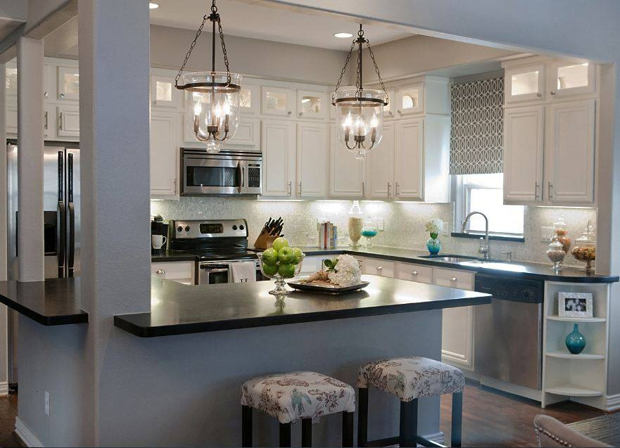 Kitchen Lighting: 3 Lights Pendant Lamp With Clear Glass Shade For Lights Over Breakfast Bar (#8 of 15)