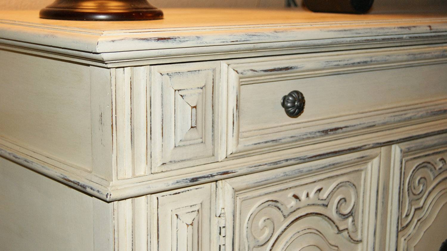 How To Paint Kitchen Cabinets A Distressed White