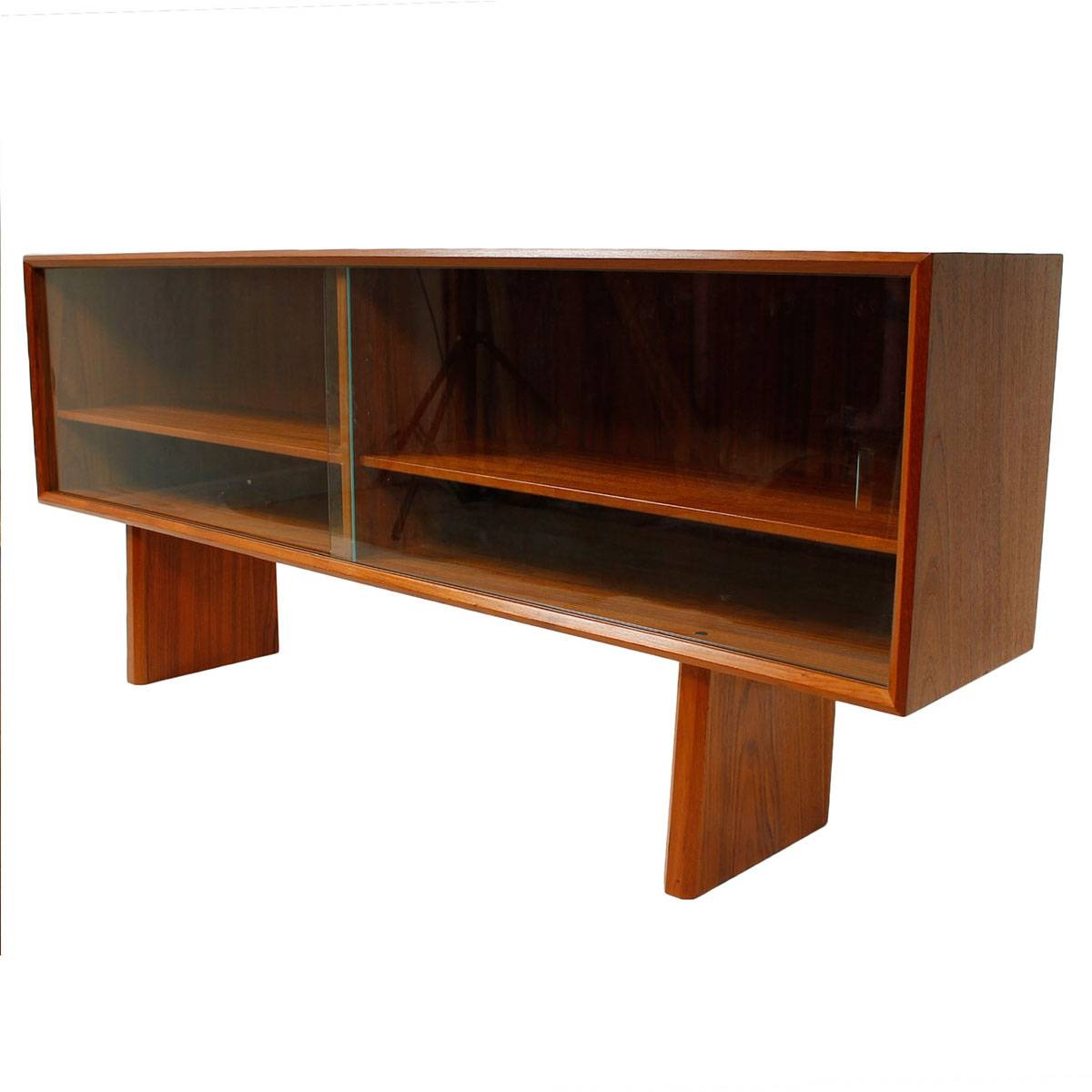 Modern Mobler In Glass Top Sideboards (#10 of 15)