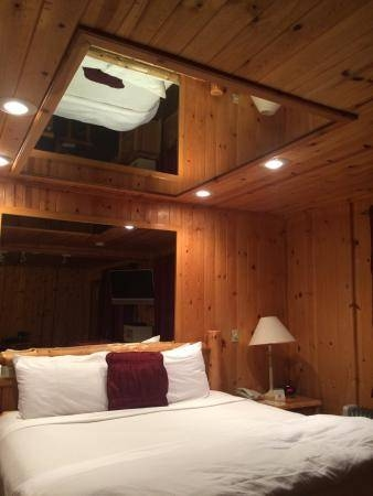 Alpine Suite Bed With The Mirrors On The Ceiling – Picture Of In Ceiling Mirrors For Bedroom (#4 of 15)