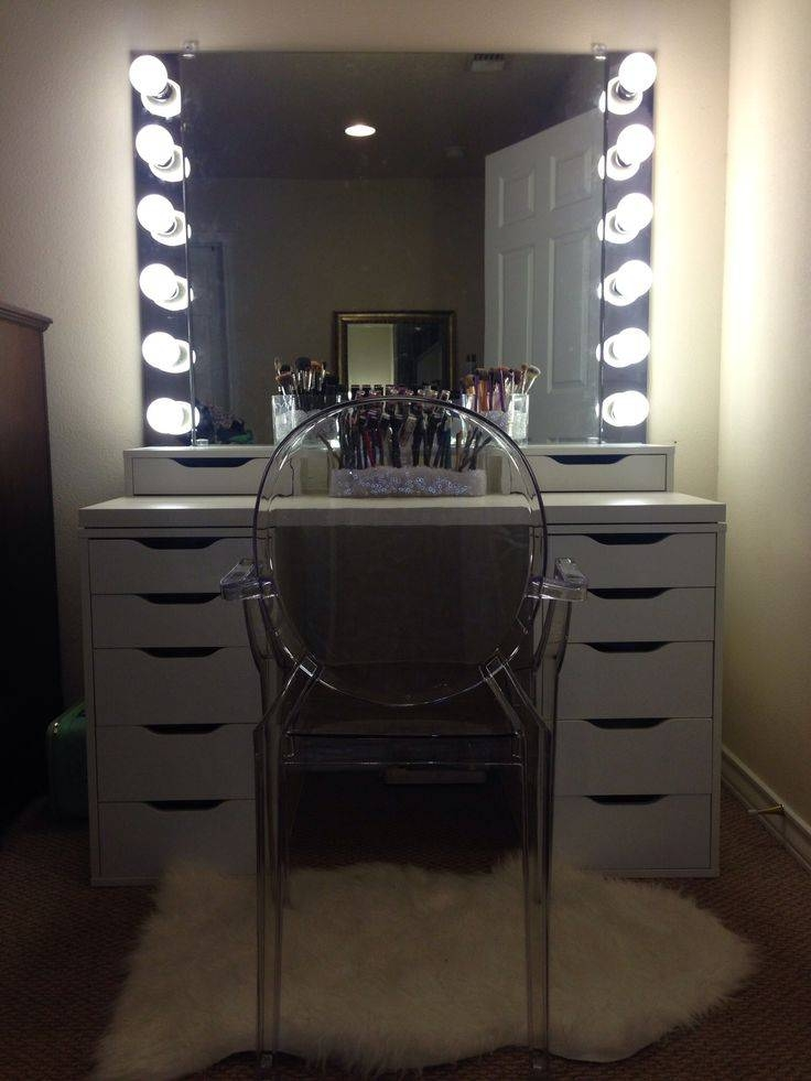 Best 25+ Mirror With Lights Ideas On Pinterest | Hollywood Mirror Throughout Vanity Mirrors With Built In Lights (View 5 of 15)