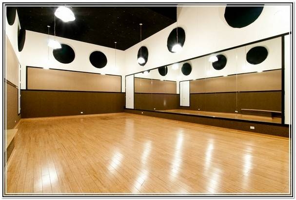 Wall mirrors for dance studio