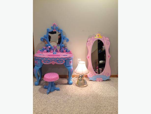 Disney Princess Lamp, Wall Mirror And Play Vanity East Regina, Regina Intended For Disney Wall Mirrors (#4 of 15)
