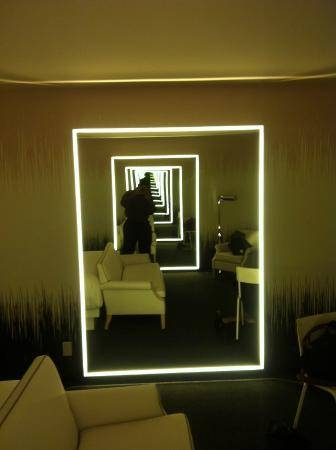 Lighted Mirrors On Both Sides Of The Room – Droste Effect Inside Las Vegas Mirrors (#9 of 15)