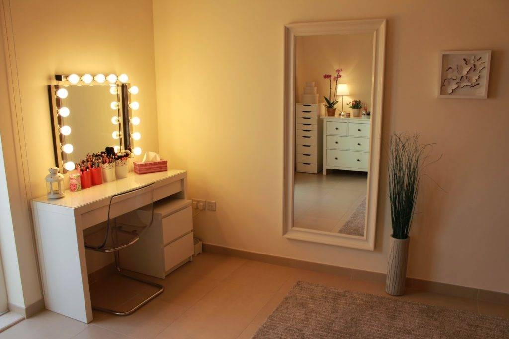 Outstanding Bathroom Vanity Mirror Lights 2017 Ideas – Lowes With Regard To Wall Mirrors With Light Bulbs (#11 of 15)