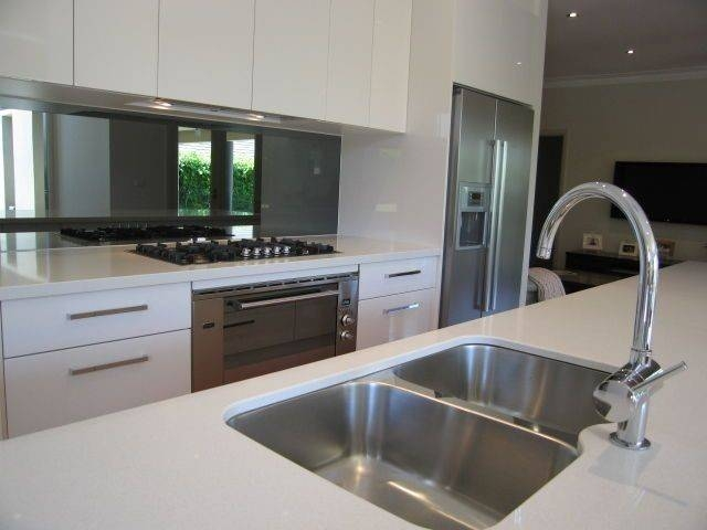 Tag For Mirrored Splashback In Modern Kitchen : Mirror Splashback With Kitchen Wall Mirrors (#13 of 15)