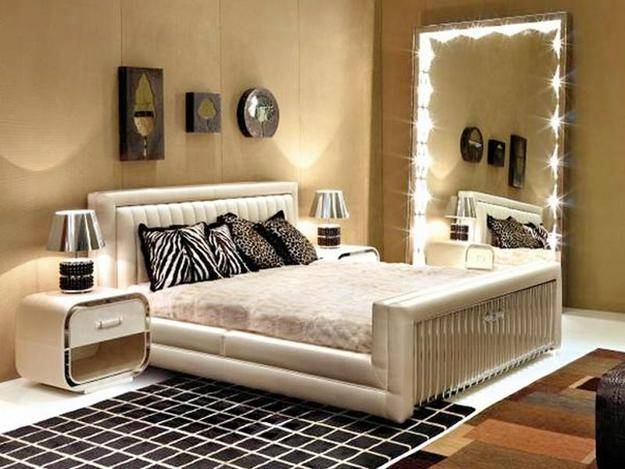 Wall Mirrors And 33 Modern Bedroom Decorating Ideas Within Long Wall Mirrors For Bedroom (#14 of 15)