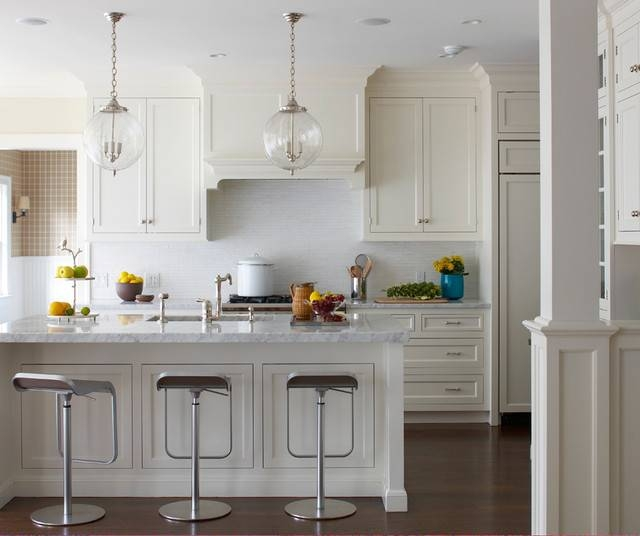 Old Greenwich Beach Cottage – Beach Style – Kitchen – New York With Most Popular Glass Kitchen Pendant Lights (#10 of 15)