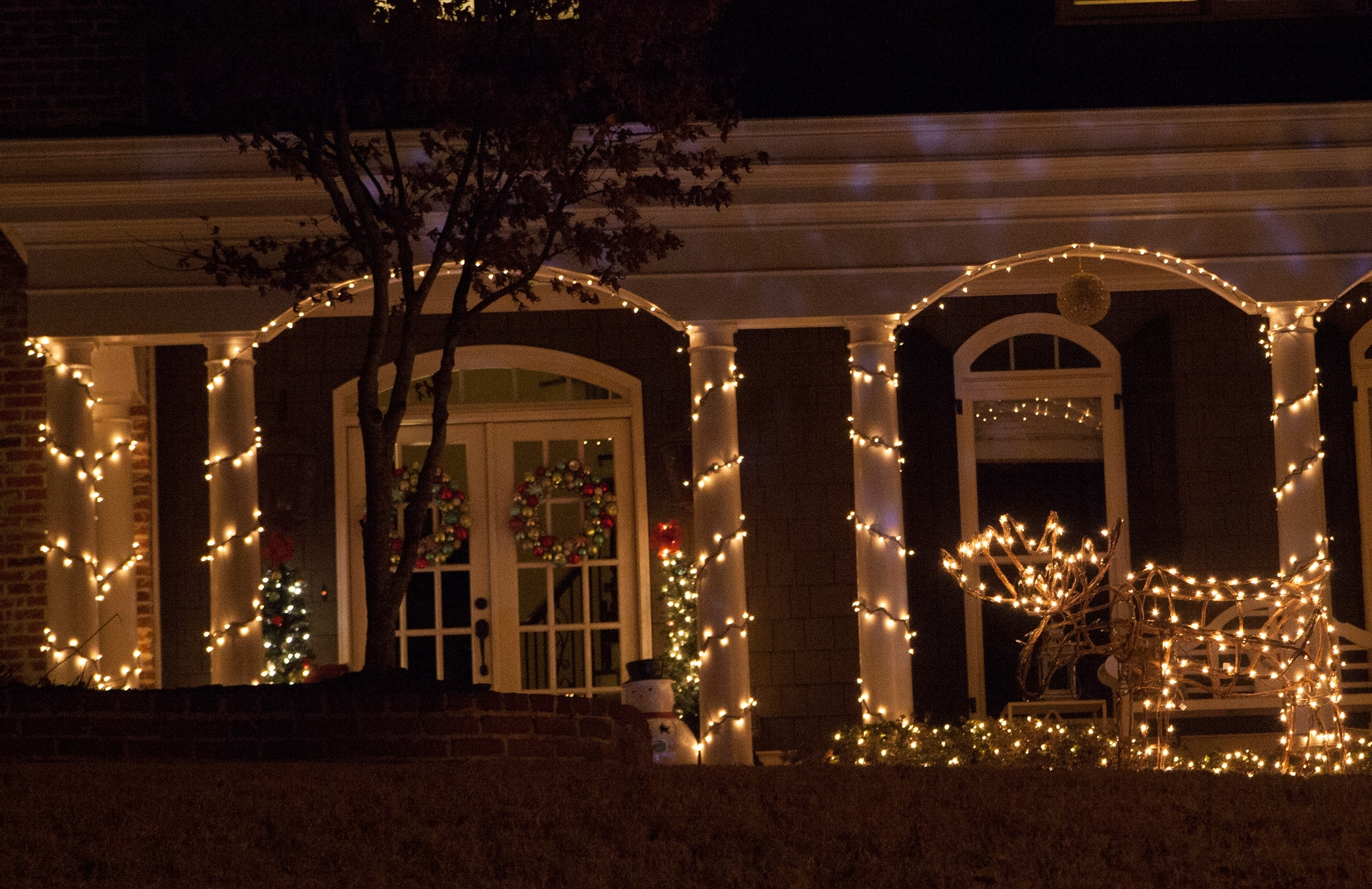 Christmas Porch Decorations Pertaining To Outdoor Hanging Grape Lights (View 11 of 15)