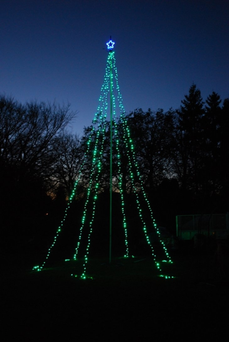 Decoration Ideas Simple But Chic Outdoor Christmas Tree With Single With Regard To Hanging Outdoor Christmas Lights In Trees (#7 of 15)