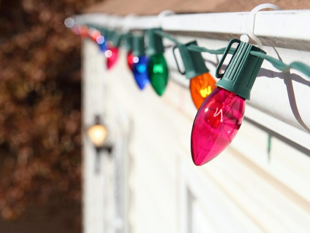 Inspiration about Diy : Christmas Hanging Outdoor Lights Clips Service San Roof Throughout Hanging Outdoor Christmas Lights Without Nails (#10 of 15)