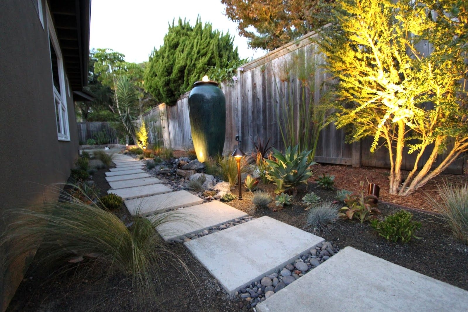 Front Yard Landscaping Modern | The Garden Inspirations Within Modern Garden Landscape Lighting (#7 of 15)