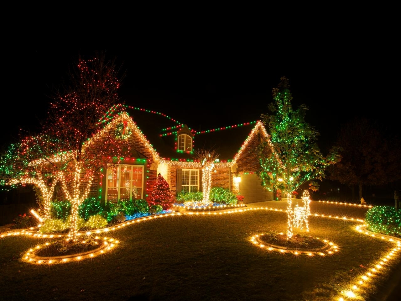Hang Outdoor Christmas Lights : 6 Tips For Outdoor Christmas Lights For Hanging Outdoor Christmas Lights In Trees (#12 of 15)