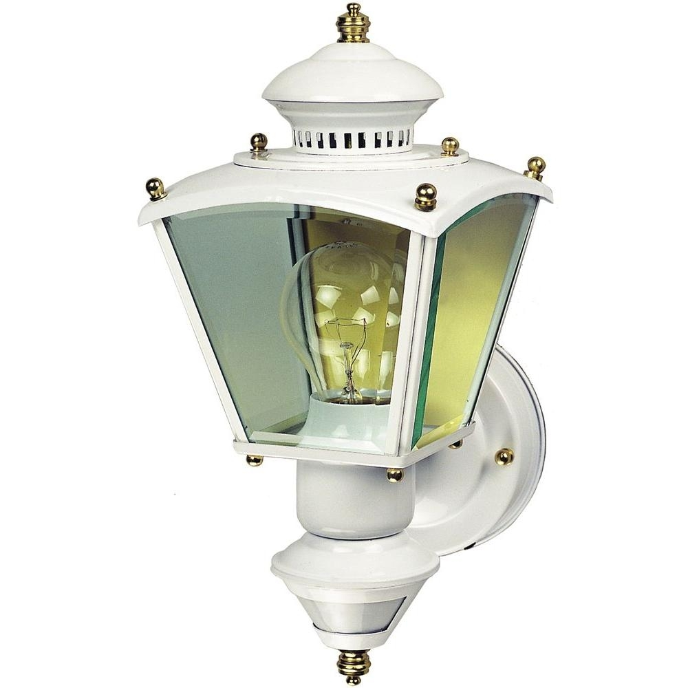 Heath Zenith 150° White Charleston Coach Lantern With Clear Glass Hz Within Heath Zenith Outdoor Wall Lighting (#9 of 15)