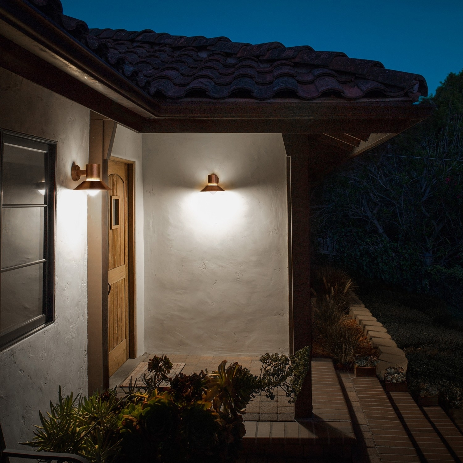 How To Choose Modern Outdoor Lighting | Design Necessities For Modern Small Outdoor Solar Lights (#9 of 15)