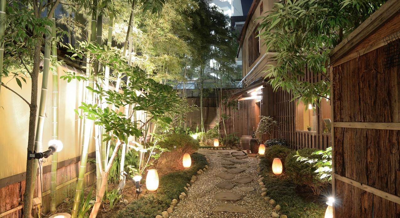 Low Voltage Landscape Lights Plants : Ultimate Guide To Low Voltage With Low Voltage Outdoor Lighting (#9 of 15)