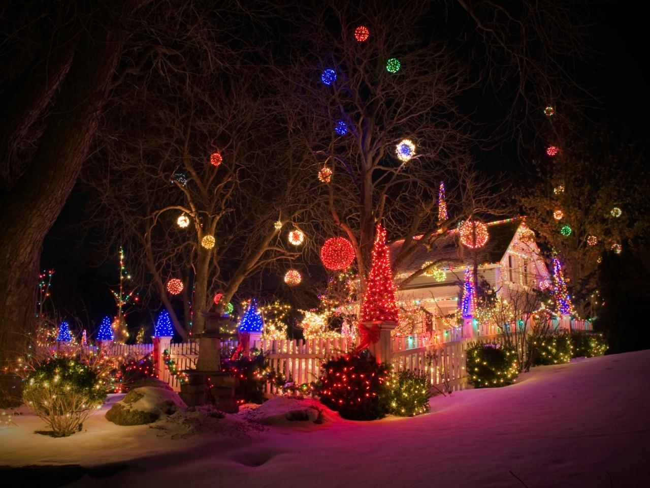 Outdoor Christmas Lights For Tree : 6 Tips For Outdoor Christmas In Outdoor Hanging Christmas Light Balls (View 8 of 15)