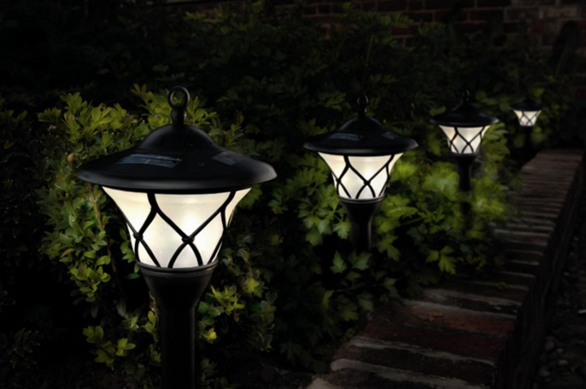 Solar Powered Outdoor Lanterns Uk – Outdoor Designs Regarding Modern Outdoor And Garden Solar Lights (#14 of 15)