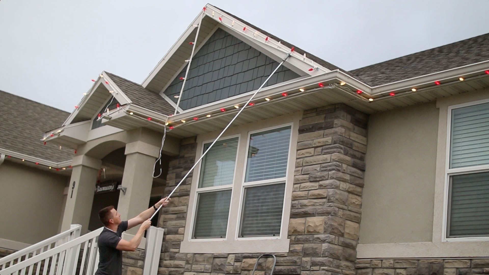 Best Way To Hang Christmas Lights On Roof