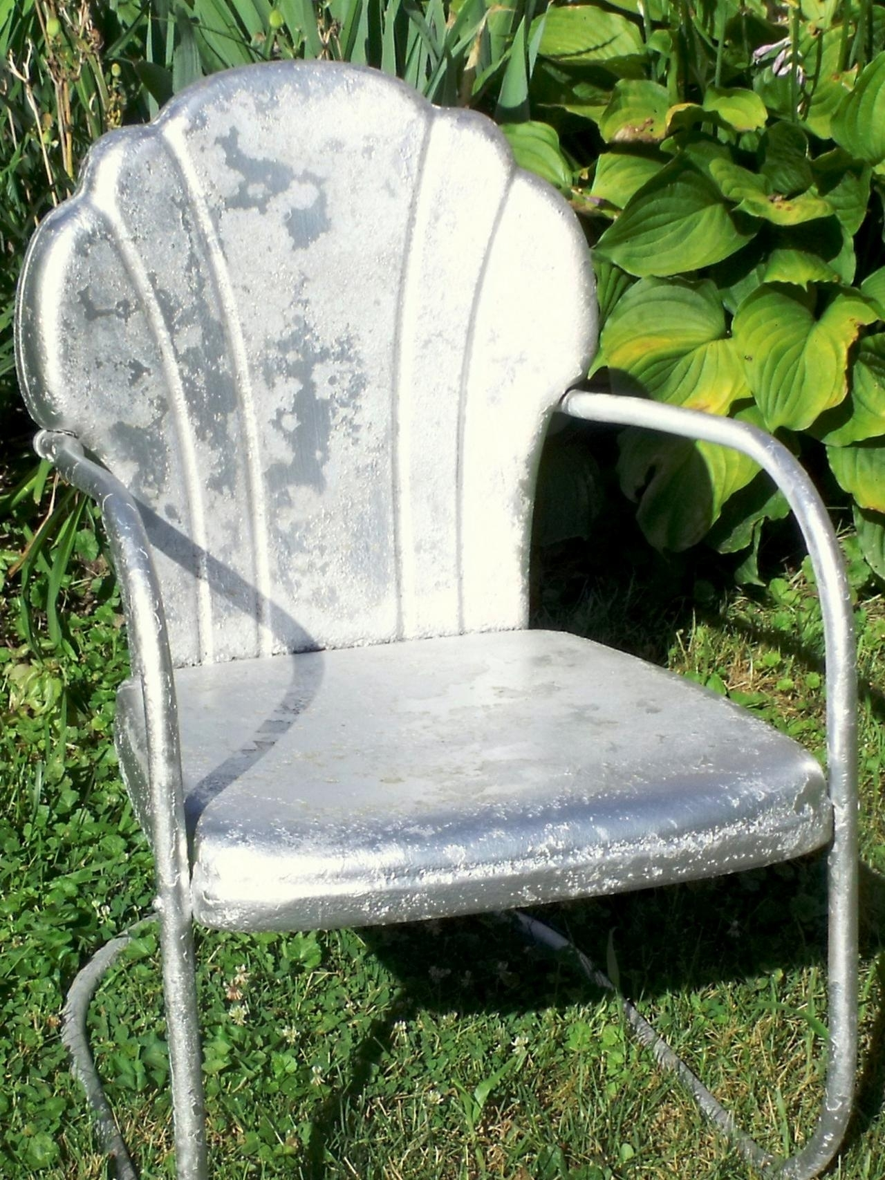 How Tell Metal Furniture And Decor Worth Refinishing Diy Outdoor Intended For Vintage Metal Rocking Patio Chairs (View 10 of 15)