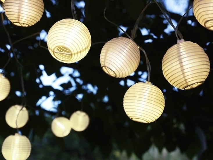 10 Easy Pieces: Cafe Style Outdoor String Lights – Gardenista With Outdoor Lanterns On String (View 10 of 15)
