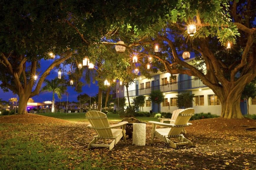 75 Brilliant Backyard & Landscape Lighting Ideas (2018) Inside Outdoor Landscape Lanterns (View 7 of 15)